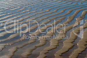 Strukturen im Sand (Watt) am Atlantik in Frankreich, Höhe Bordeaux, Medoc