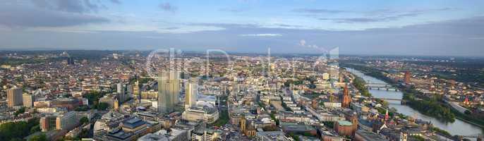 Frankfurt Panorama mit Bank Tower und Stadtübersicht