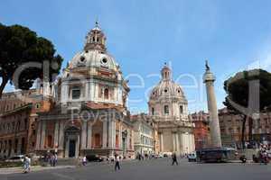 Trajanssäule und Kirchen