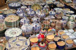 Geschirr auf Markt