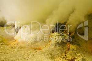 Rauch in Schwefelmine von Vulkan Ijen