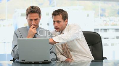 Männer im Büro