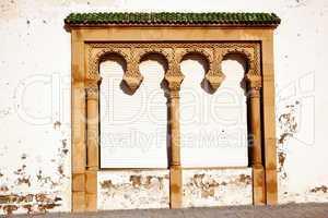 Verziertes Tor in Marokko 300
