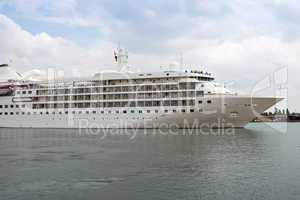 Passagierschiff 648