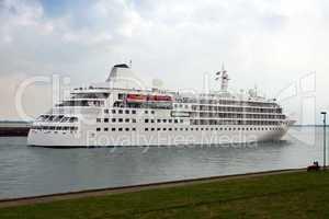 Passagierschiff 663