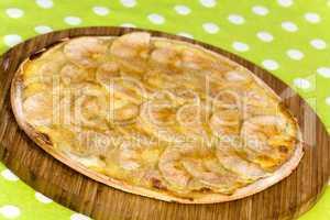 Flammkuchen mit Zimtapfel