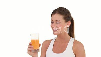 Frau mit Orangensaft