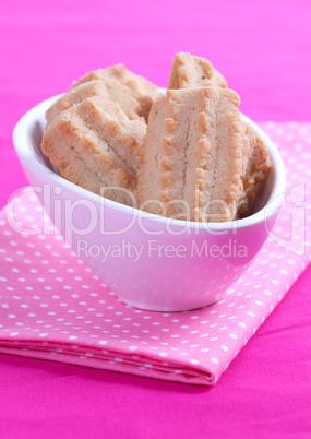 frisch gebackene Kekse / fresh cookies in bowl