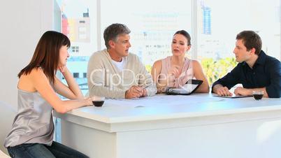 Menschen bei einer Besprechnung