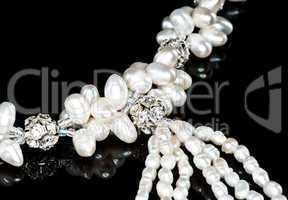 A pearl necklace (close-up)