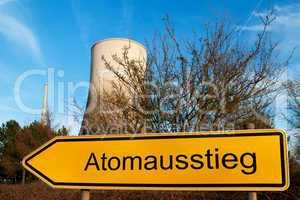Schild Atomausstieg vor Kernkraftwerk