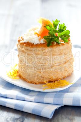 Pastete mit Lachs und Frischkäse / vol au vent with salmon and c