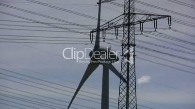 Windkraft & hochspannungsleitung