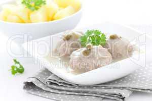 frische Kapernklopse / fresh meatballs in sauce