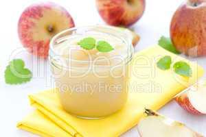 Apfelmus im Glas / applesauce in a glass