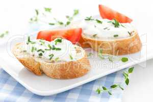 Baguette und Frischkäse / baguette and cream cheese