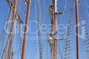 Details einer Schiffstakelage im Kieler Hafen