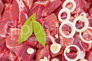 The texture of the meat, laurel leaf and onion