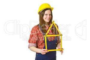 Freundliche Handwerkerin mit Zollstock