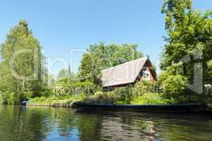 Wohnhaus mit Spreewaldkahn