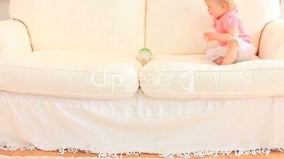 Baby auf dem Sofa