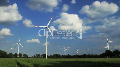 Windkraftanlage in Echtzeit - Wolken vorwärts - Originallänge