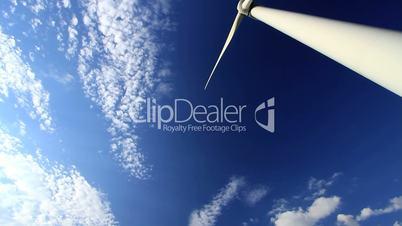 Windkraftanlage vor blauem Himmel 270 Grad Schwenk