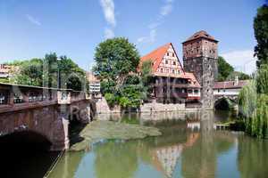 Altstadt von Nuernberg mit Henkerturm 781