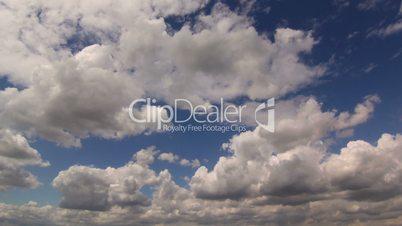 wolken klarer himmel