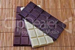 drei Schokoladentafeln