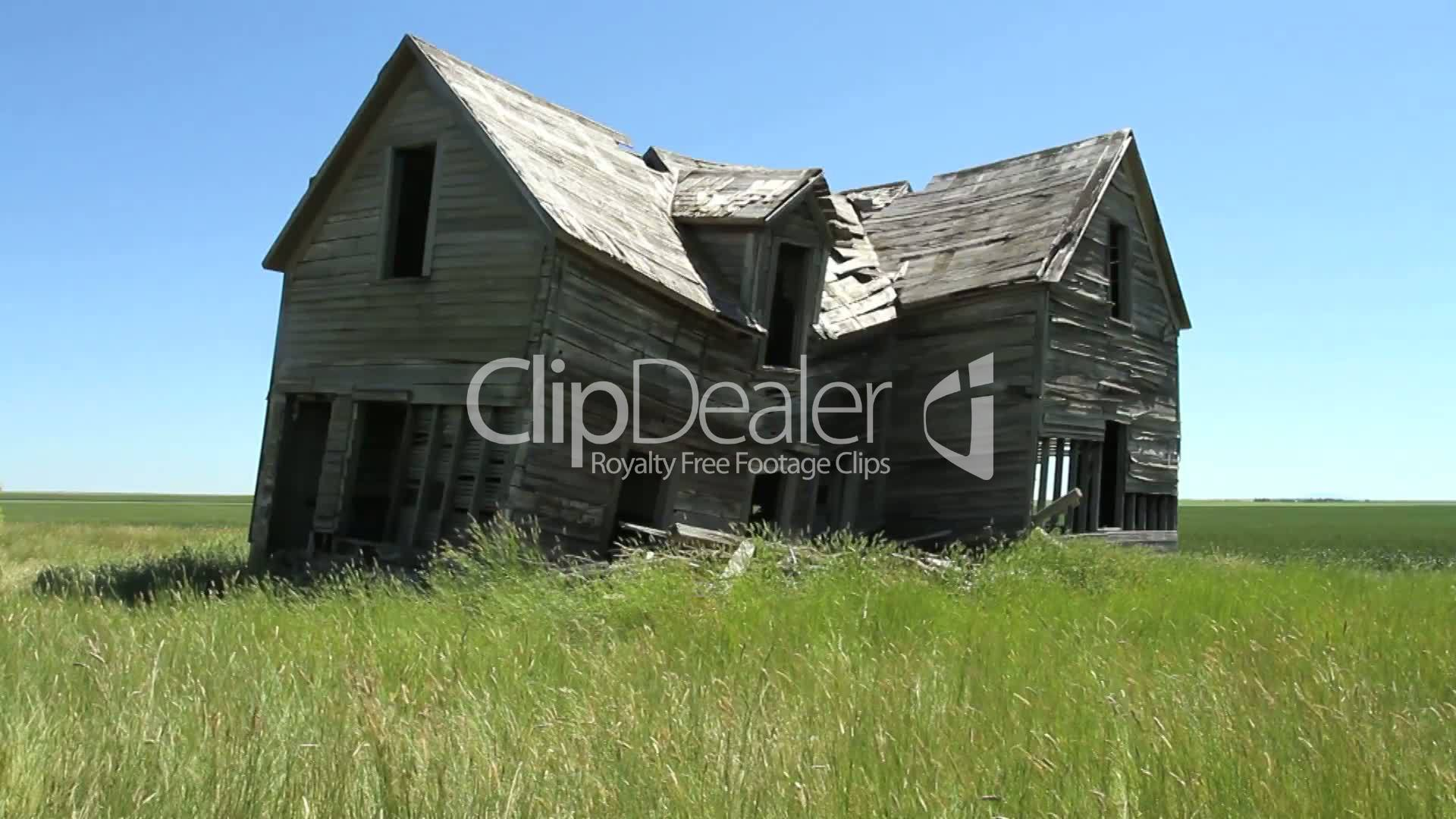 Old Abandoned Farmhouse: Royalty-free video and stock footage