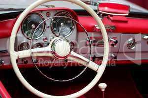 Innenansicht eines Oldtimer Mercedes Cabriolet