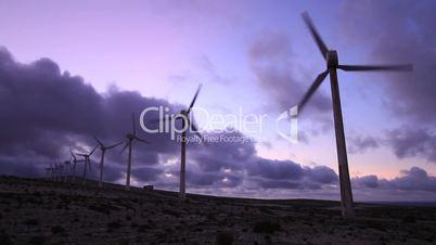 Windpark in der Dämmerung