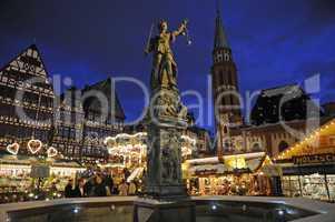 Römerbrunnen in Frankfurt; Weihnachtsmarkt