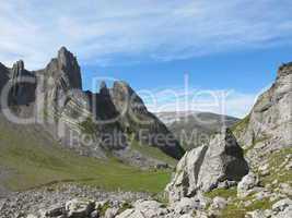 Mountain-peaks, visible alpine folds