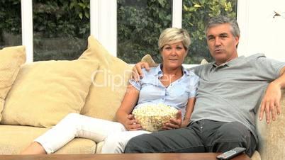 Ehepaar auf der Couch
