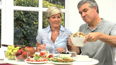 Ehepaar beim Frühstück