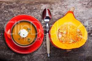 Kürbissuppe und halber Hokkaido