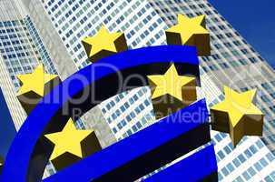 Eurosymbol mit Hochhaus am Europaplatz in Frankfurt am Main