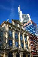Hochhaus in Frankfurt am Main Wolkenkratzer mit Spiegelung