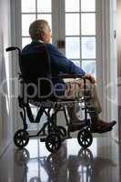 Älterer Mann im Rollstuhl