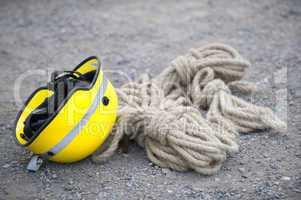THW-Helm und Sicherungsseil THW-helmet and safety rope