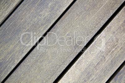 Alter Terassenboden aus Holz diagonal