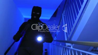 Einbrecher burglar stairwell 2