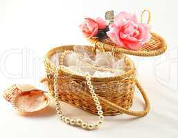 decorative basket with pearl
