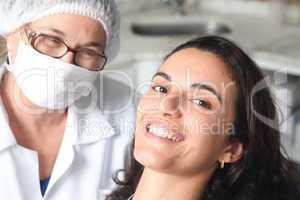 Patient zufrieden beim Zahnarzt