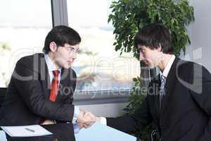 Einigung zwischen zwei Geschäftsleuten