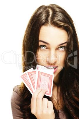 junge frau beisst in poker karte