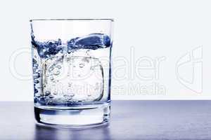 Eis im Wasserglas