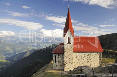 Kirche am Latzfonser Kreuz